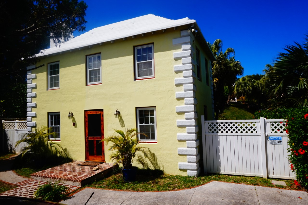 NEW PRICE!! METICULOUS HISTORICAL AMAZING COTTAGE!