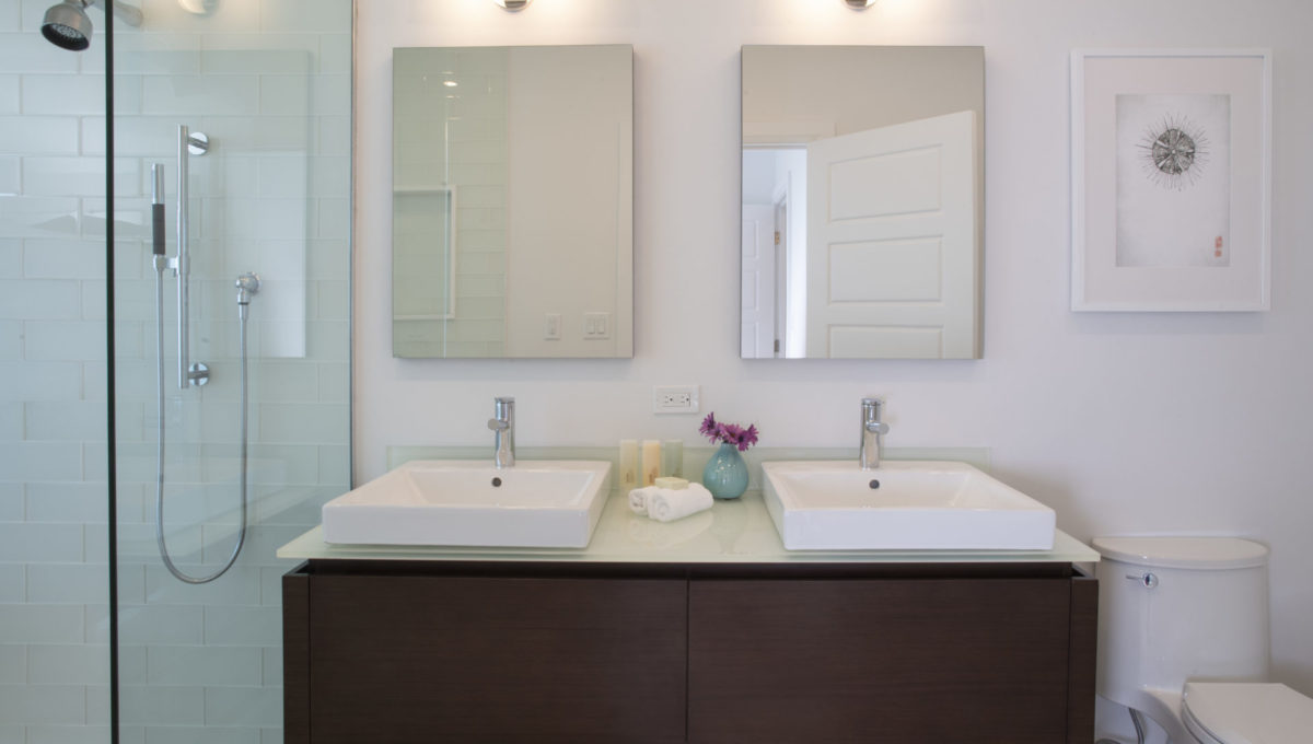 1 Ebb Tide bathroom