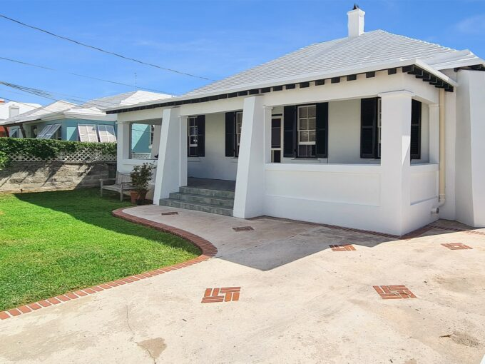 NEW PRICE JUST FOR YOU!!  METICULOUS & SO CLOSE TO TOWN!